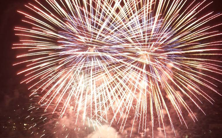 Feuerwerke krönen Feiertag