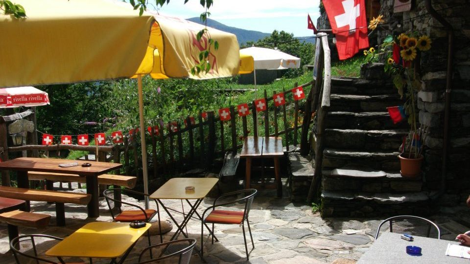 Grotto-Ginestra-12913-TW-Slideshow.jpg