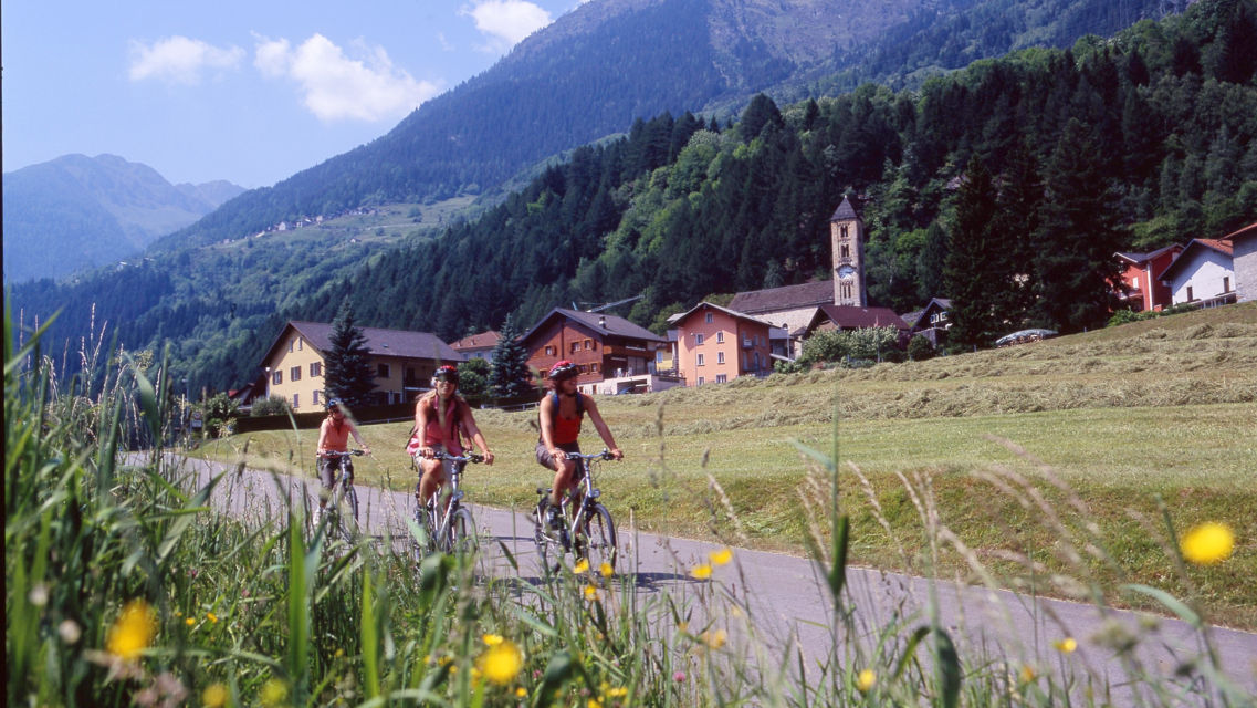 In-bici-da-Airolo-a-Biasca-12767-TW-Slideshow.jpg