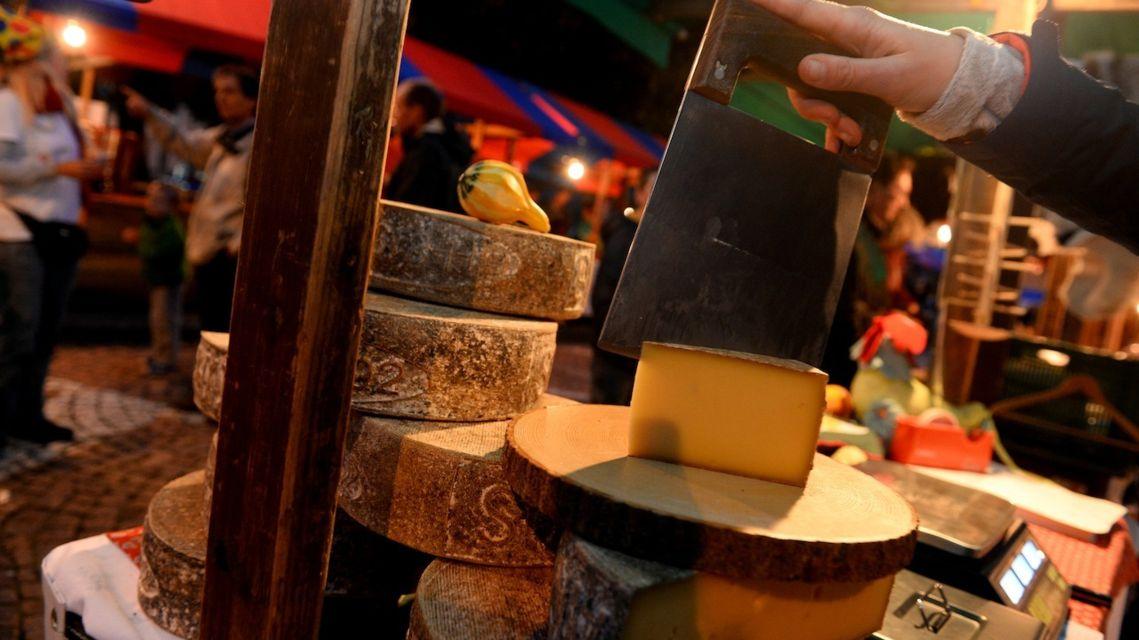 Mercato-dei-formaggi-d-alpe-9230-TW-Slideshow.jpg