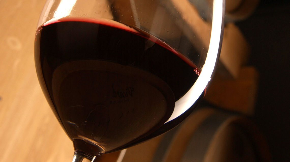Merlot-bicchiere-di-vino-botti-6387-TW-Slideshow.jpg