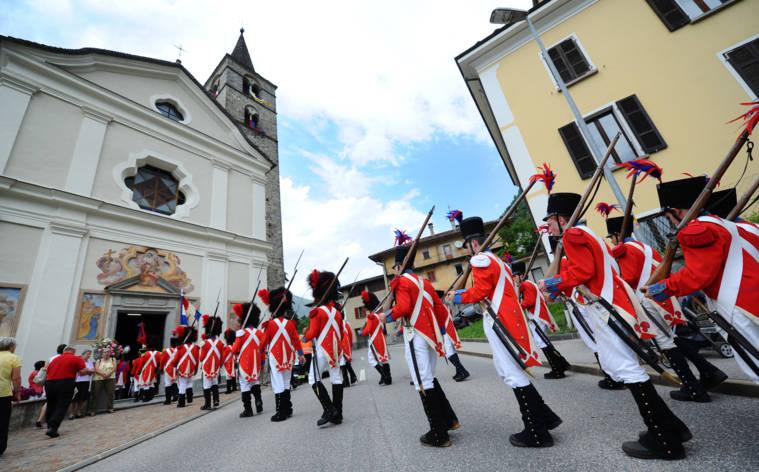 Prozessionen von Blenios Milizen