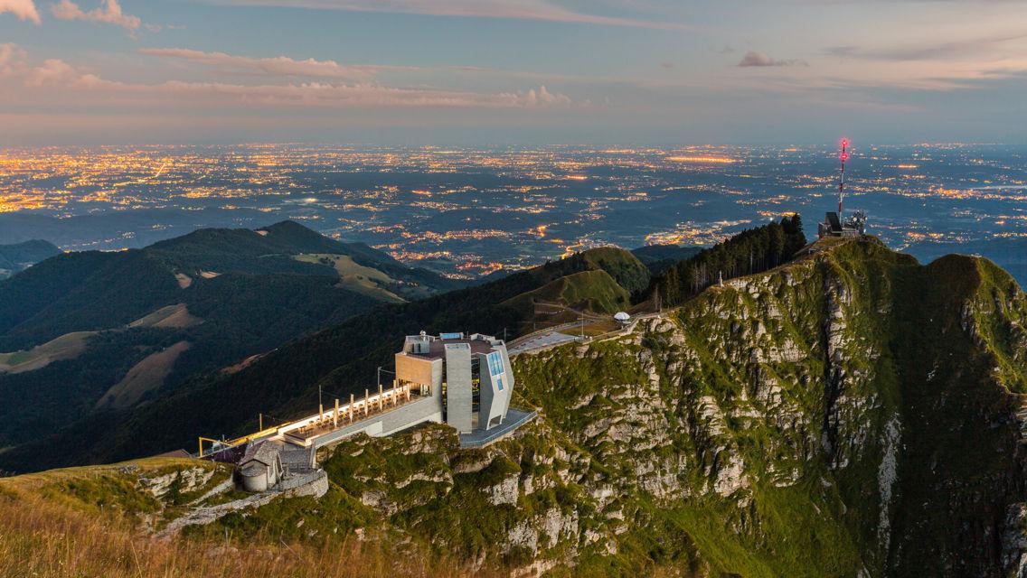 Monte-Generoso-pano-notturna-27126-TW-Slideshow.jpg