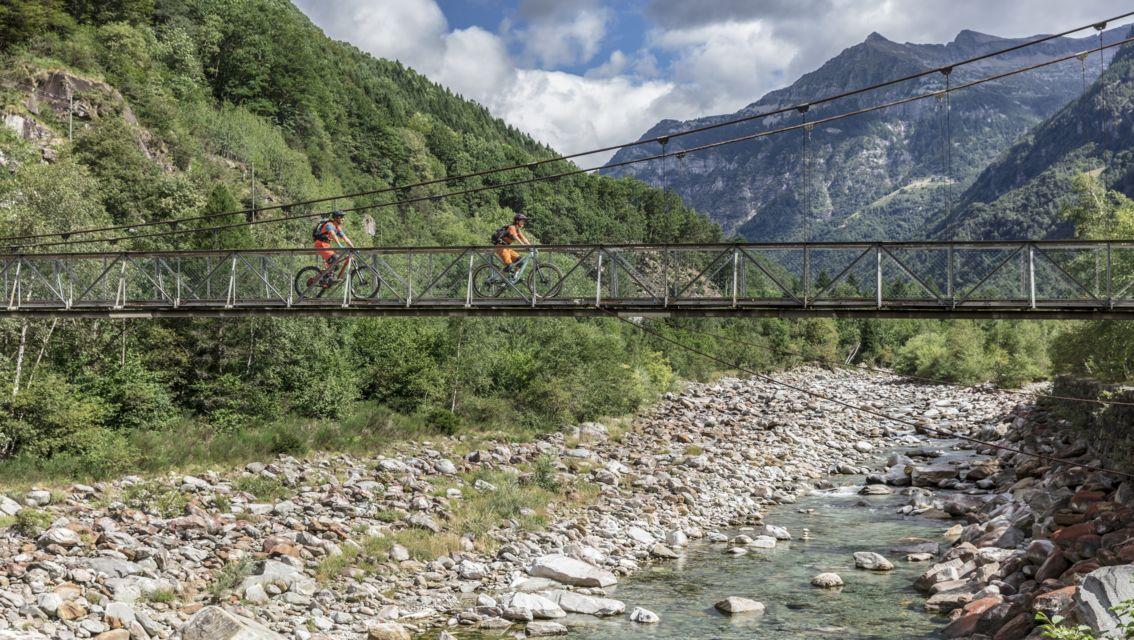 Mountain-Bike-21922-TW-Slideshow.jpg