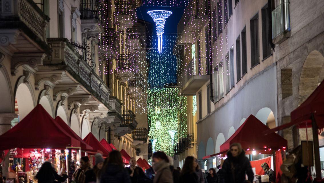 Natale-in-Piazza-20482-TW-Slideshow.jpg