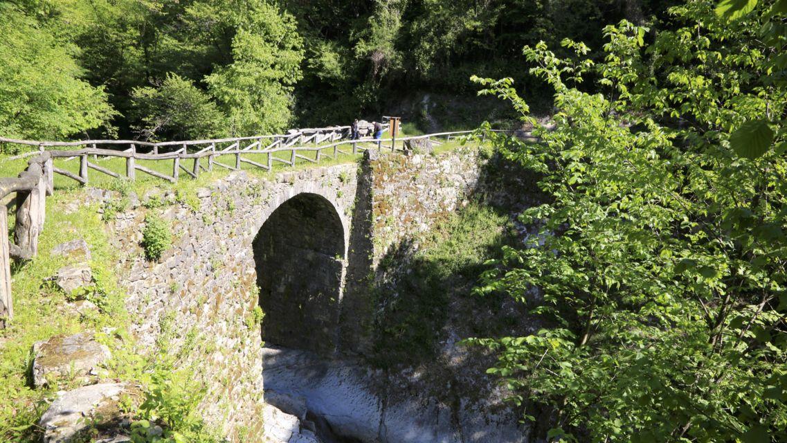 Parco-Gole-della-Breggia-21318-TW-Slideshow.jpg