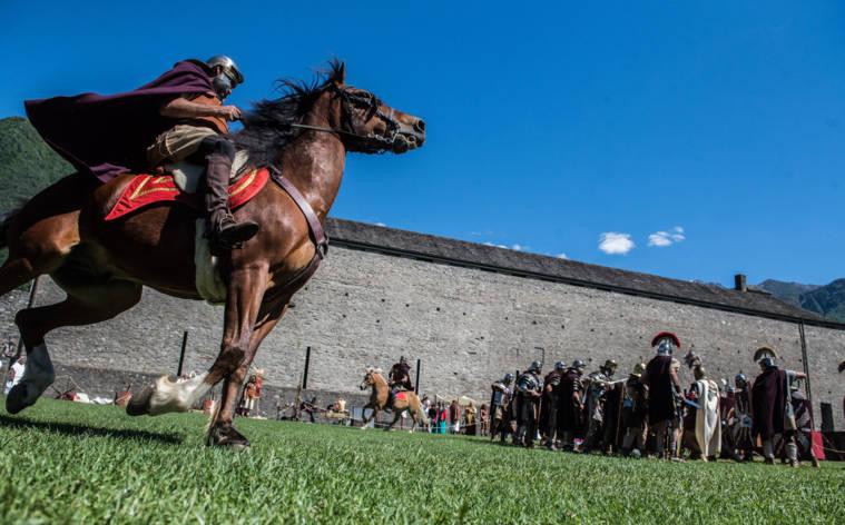 Ritterspiele auf Bellinzonas Burg