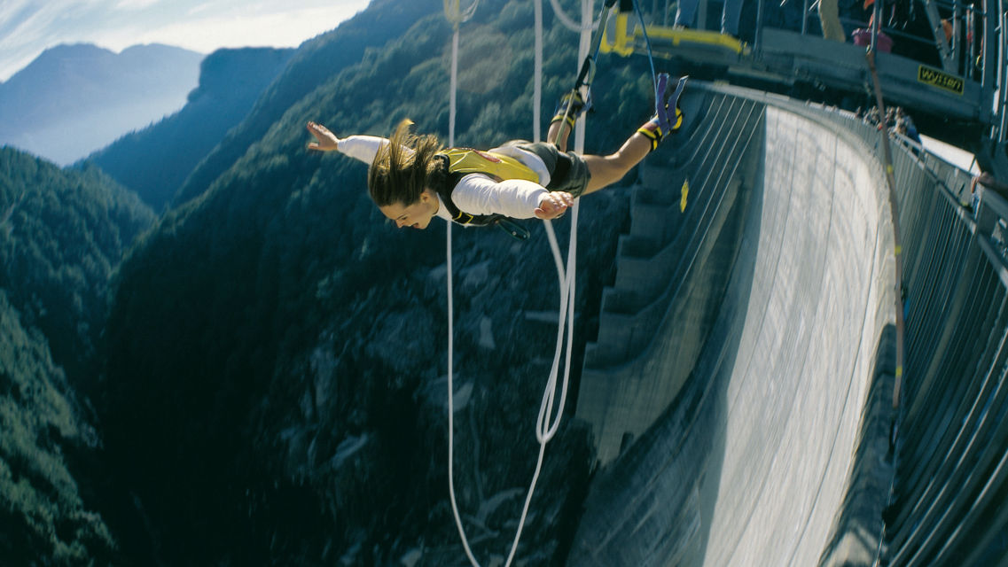 Sport-Estremo-Bungy-Jumping-Verzasca-725-TW-Slideshow.jpg