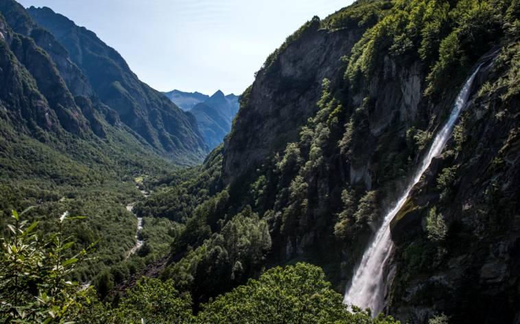 Zum Wasserfall und dann bergauf