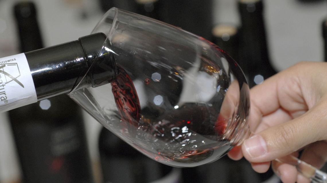 Vino-Merlot-bicchiere-di-vino-e-bottiglia-7837-TW-Slideshow.jpg