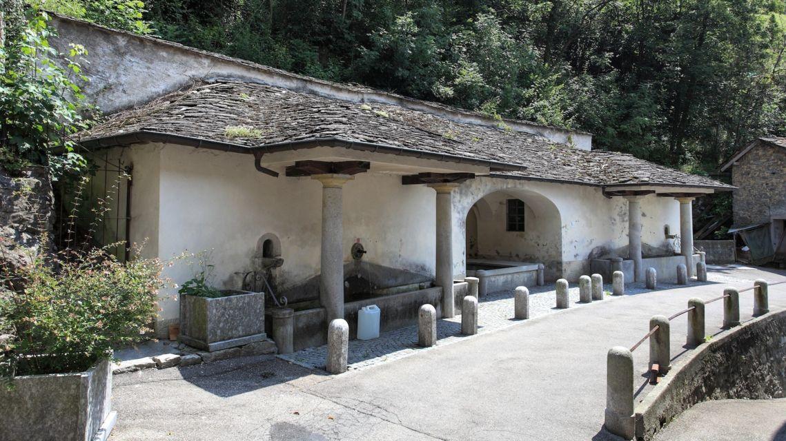 antico-lavatoio-di-Cabbio-14605-TW-Slideshow.jpg