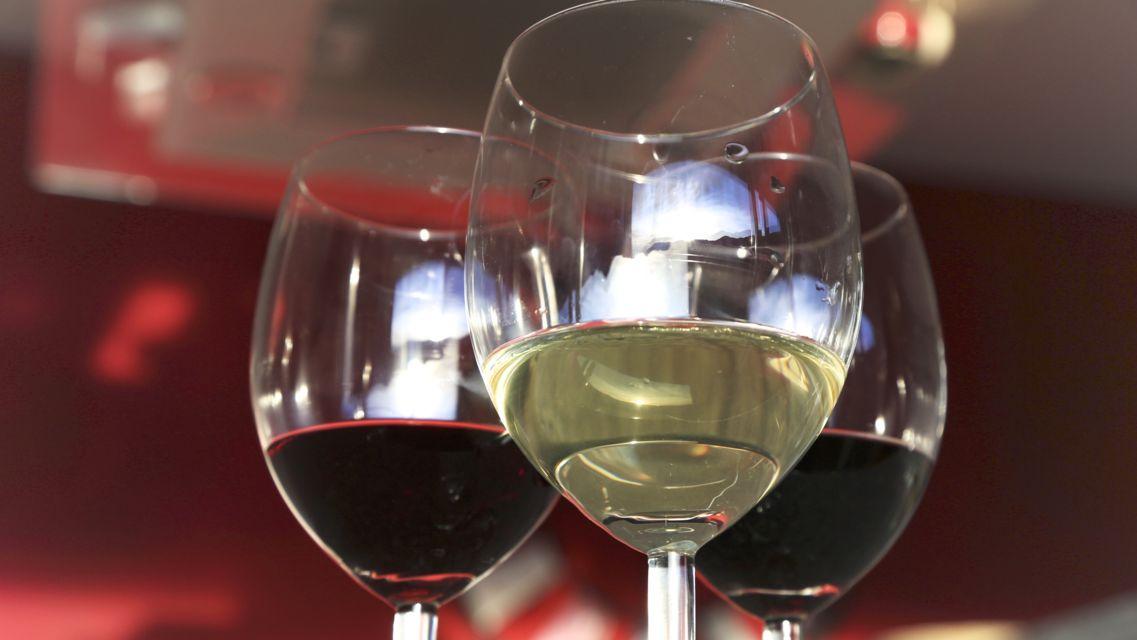 bicchieri-di-vino-bianco-e-rosso-16109-TW-Slideshow.jpg