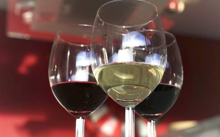 bicchieri-di-vino-bianco-e-rosso-16112-TW-Interna.jpg