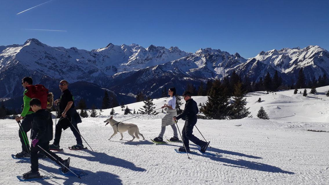 escursione-con-racchette-da-neve-27088-TW-Slideshow.jpg