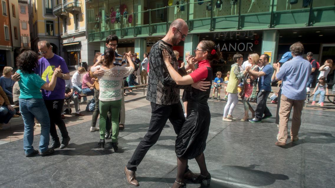 festa-danzante-15061-TW-Slideshow.jpg