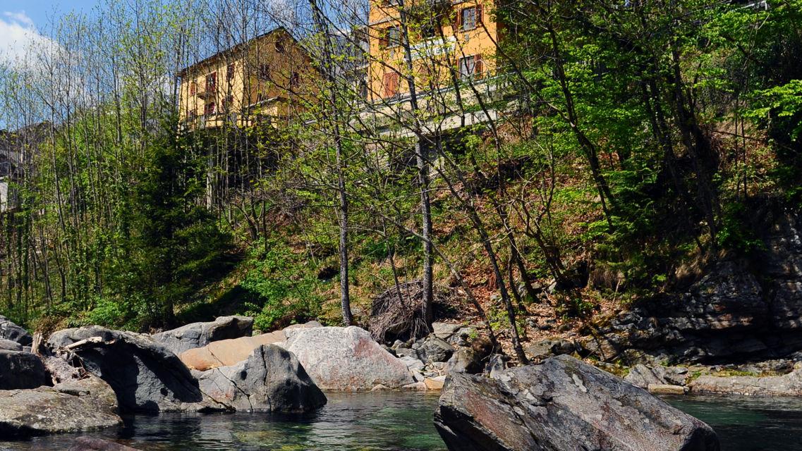 fiume-Verzasca-18666-TW-Slideshow.jpg