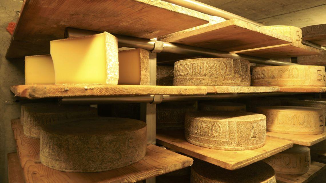 formaggio-Alpe-Crestumo-21779-TW-Slideshow.jpg