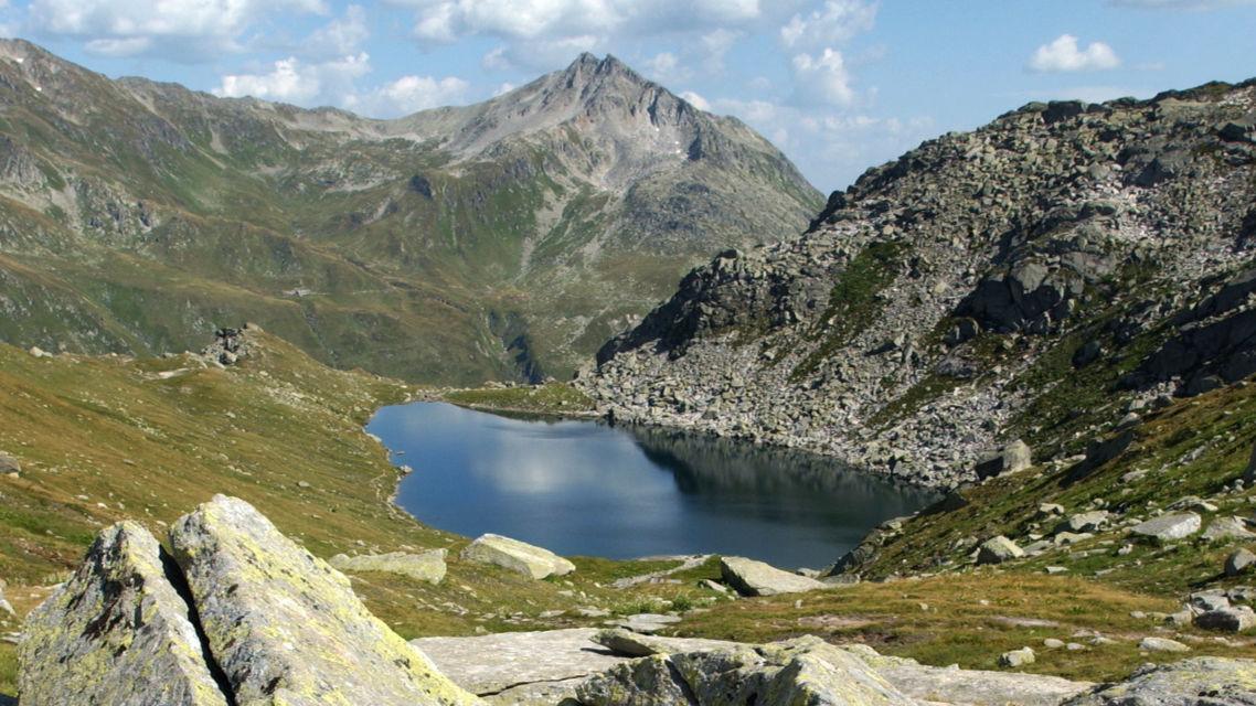 laghetto-alpino-sul-San-Gottardo-8313-TW-Slideshow.jpg