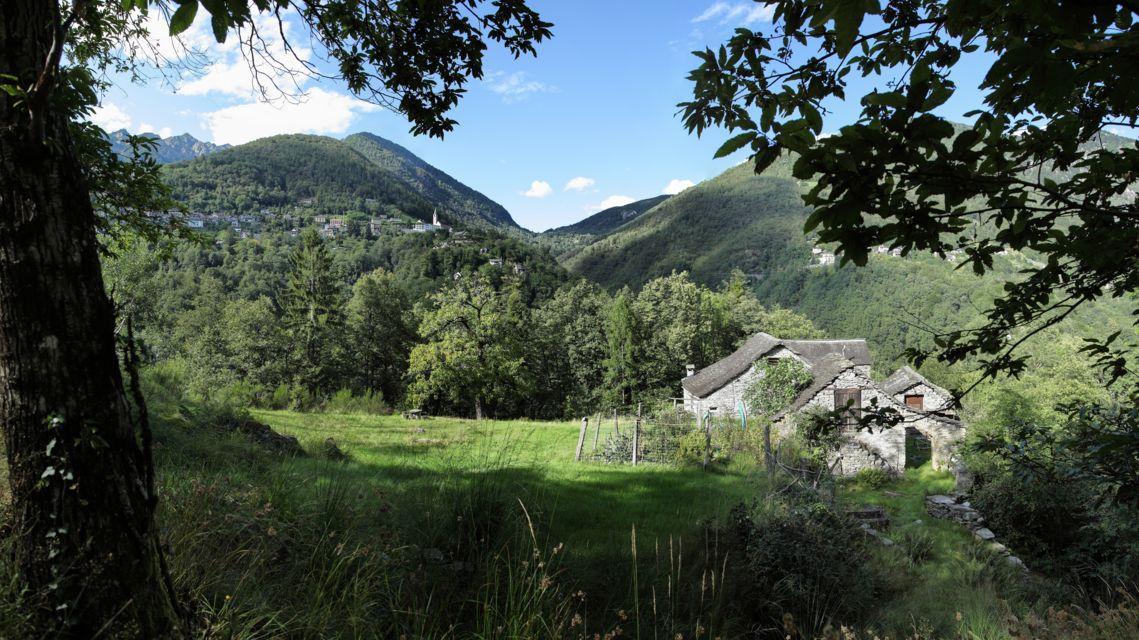 mulattiera-Intragna-Loco-15869-TW-Slideshow.jpg