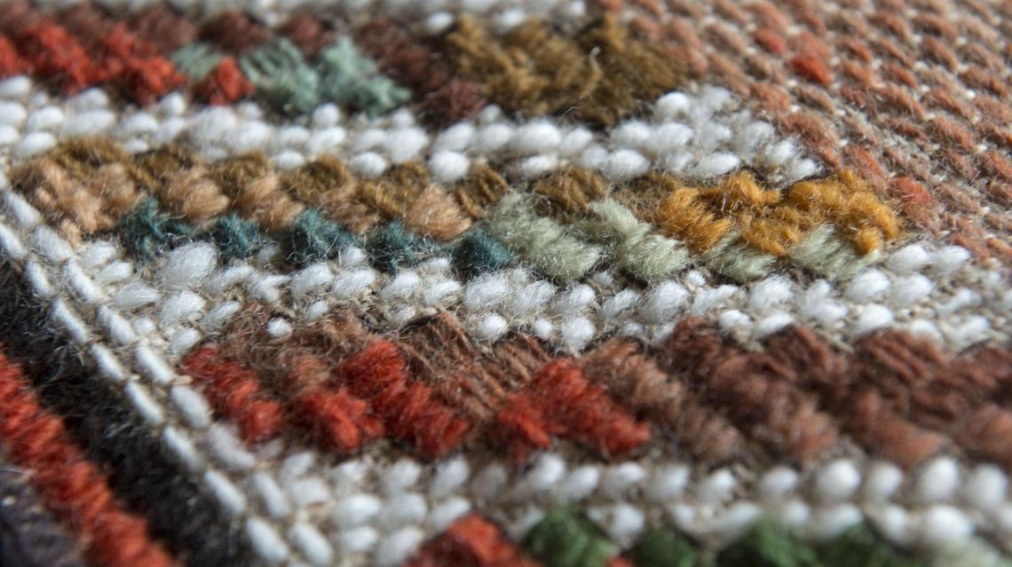 tappeti-ricamati-della-valle-di-Muggio-8759-TW-Slideshow.jpg