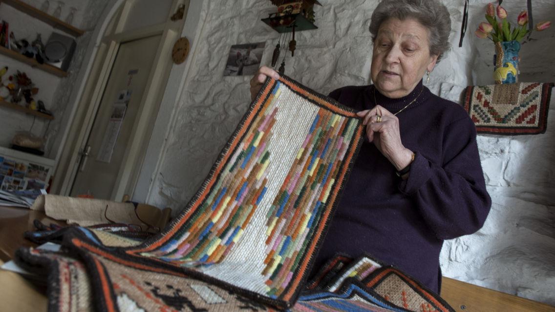 tappeti-ricamati-della-valle-di-Muggio-8760-TW-Slideshow.jpg