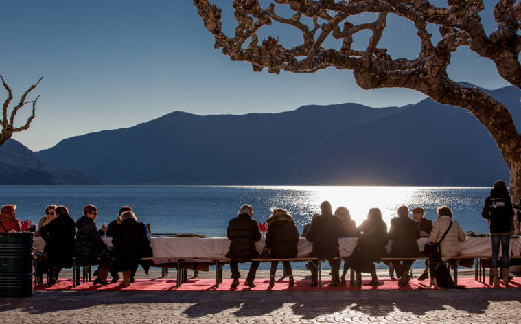 Gemeinsam tafeln in Ascona