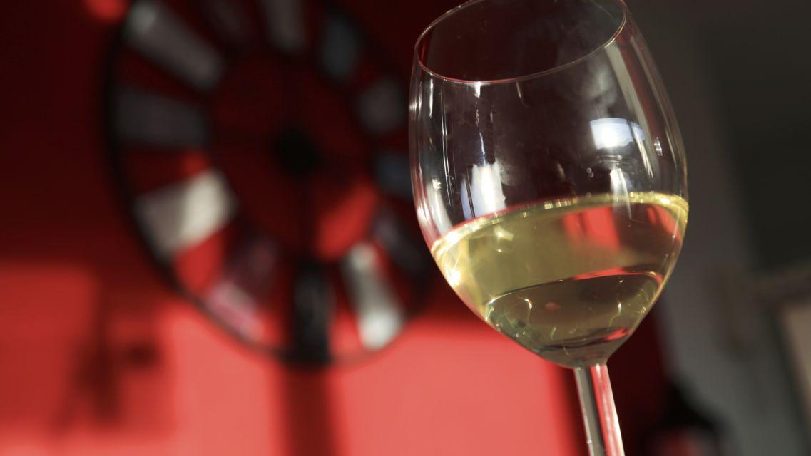 vino-bianco-16107-TW-Slideshow.jpg