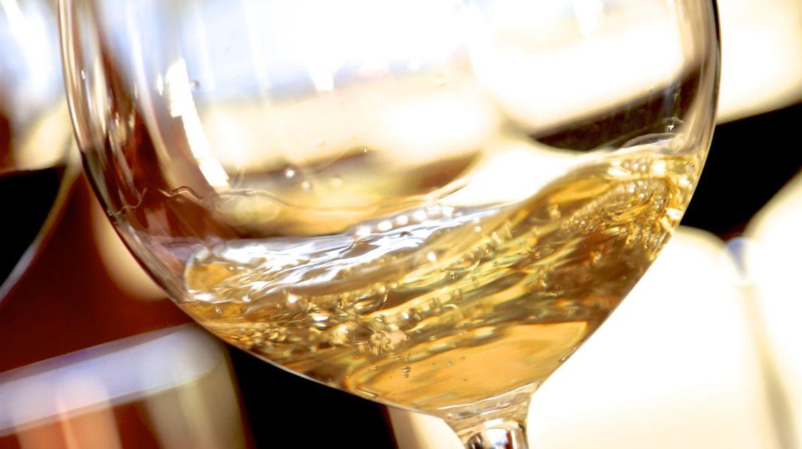 vino-bianco-19158-TW-Slideshow.jpg